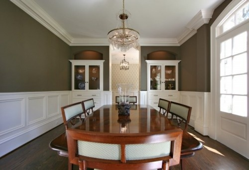 The crown and wainscoting on these walls, the crisp white, I love this look.