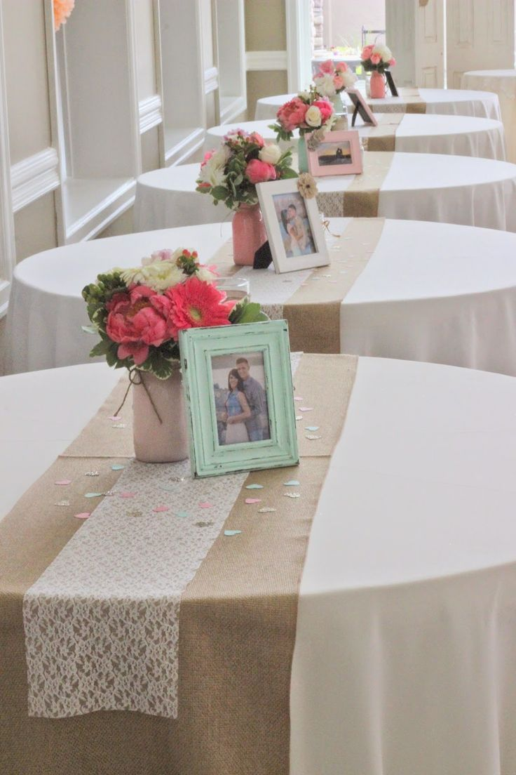 I like the little paper confetti on the table :). Maybe I can go with a pink and mint color scheme for bridal shower