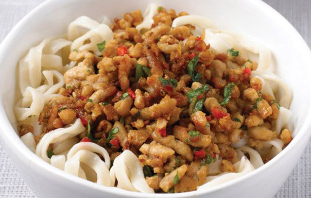 Thai-style Minced Pork with Noodles