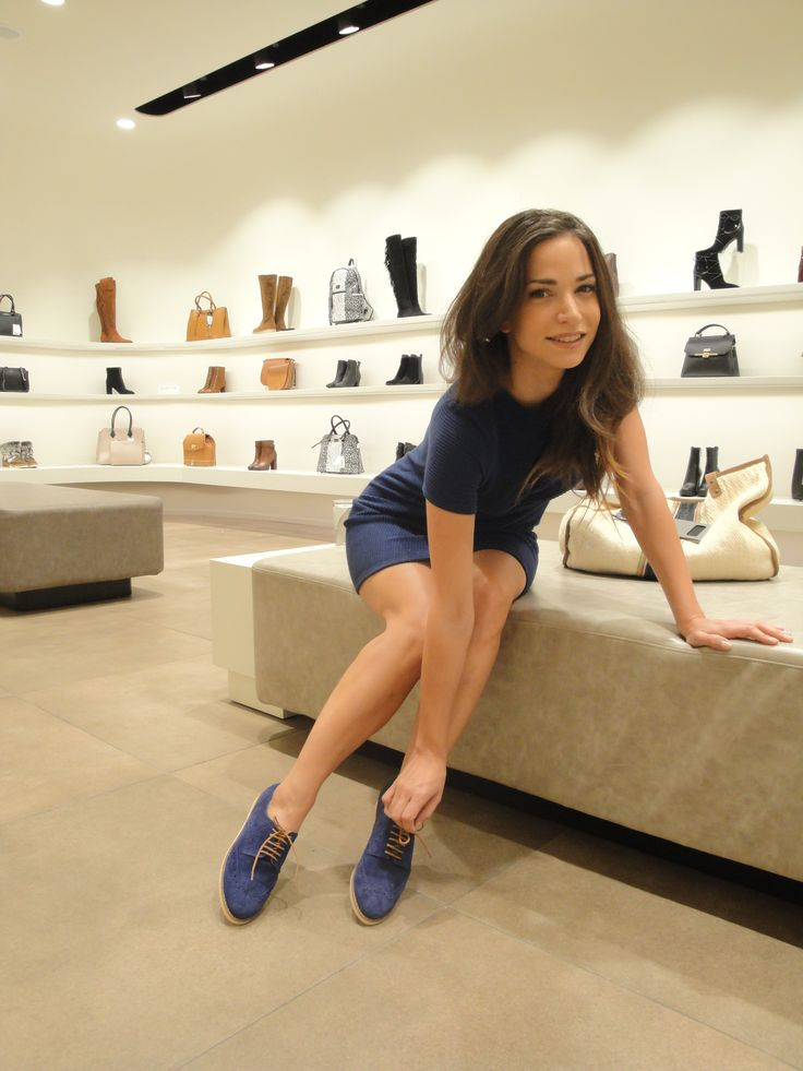 ΚΑΤΕΡΙΝΑ ΓΕΡΟΝΙΚΟΛΟΥ Katerina Geronikolou in Mourtzi shoes! #mourtzi #oxfords #blue #greekcelebrities www.mourtzi.com