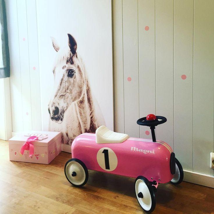 Ny uke,nye muligheter ☺️ #barnerom #barneromsinspirasjon #childrenroom #interior123 #boligpluss #bonytt #nordiskehjem #kremmerhuset #woroom #magnettapet #dots #soverom #soveromsinspo #bedroom #horse #kidsroom #childrensroominterior #groovymagnets #magneticwallpaper #kidsdeco #jenterom @studioworoom #kidzinteriors