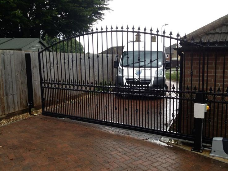 Automated private entrance gate in Bourne