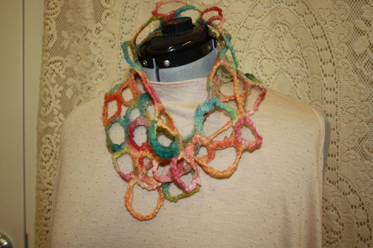 Another Circles neck scarf