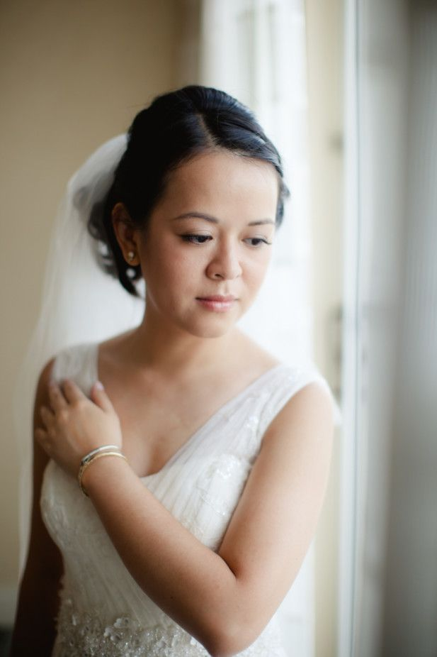 Timeless bridal style (Photo by Vness Photography)