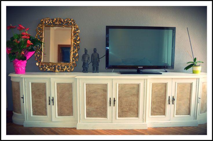Mueble comedor y espejo restaurados