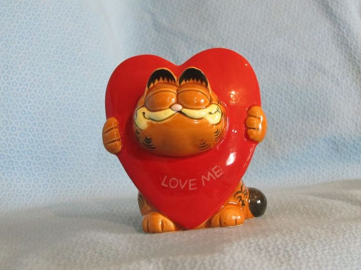 VINTAGE ENESCO GARFIELD  CAT  HEART LOVE ME FIGURINE