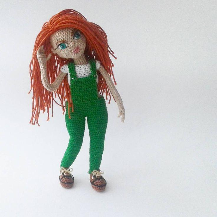 Кристина 😍 Я без ума от нее. Получилась случайно, работала над другим образом, но что-то не задалось. В результате решила связать что в голову придет, отталкиваясь от сочетания зеленый-рыжий. Получилось бомбезно 💣 Она очень озорная и часто прогуливает школу 🙈 Рост 17 см, хлопок, проволочный каркас, одежда не снимается. Продана/sold  #вязанаякукла #хендмейд #амигуруми #кукланазаказ #weamiguru #handmade #crochetdoll #handmade #diy #giftidea #творчество #вязание #интерьернаякукла…
