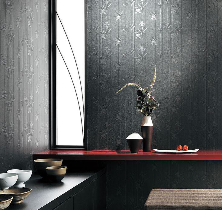 こだわりポイント[和室] | ウンゲハウスで家を建てる! そこで数多くの壁紙から検討した結果、最終的にサンゲツのRE-7558に決定しました。黒という一見するとモダンな感じですが、シックな花柄でほんの少し和のテイストも ...