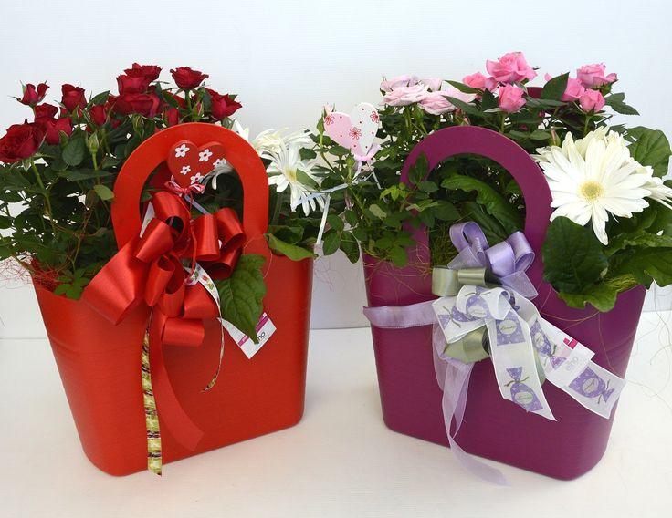 Ecco un'altra delle creazioni della nostra bravissima Selina! Queste ed altre sue composizioni floreali disponibili al Garden!