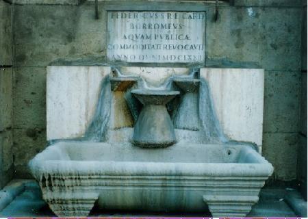 Fontana delle conche, restaurata da Carlo e Federico Borromeo, nipoti di Pio IV Medici che aveva il suo palazzo lì: Palazzina di Pio IV di Pirro Ligorio