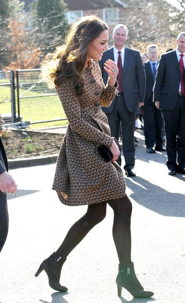 Kate Middleton Photos - Kate Middleton Visits Rose Hill School - Zimbio