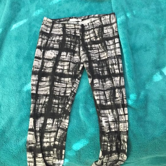WORN ONCE URBAN OUTFITTERS LEGGINGS Black and white leggings from urban outfitters, like new worn once, cherish brand Urban Outfitters Pants Leggings