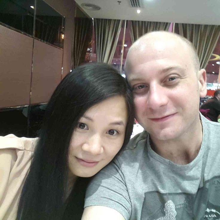 Late dinner at Huang Gang border street