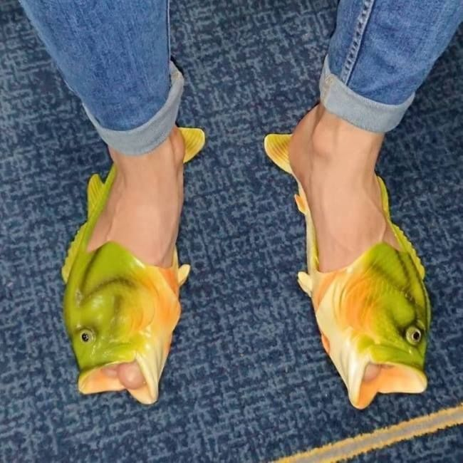 Hilarious Fashion Fails That'll Leave You Confused (20 Pics)