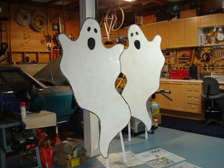 Wooden Ghosts for Halloween........whoever made these, they are wonderful!
