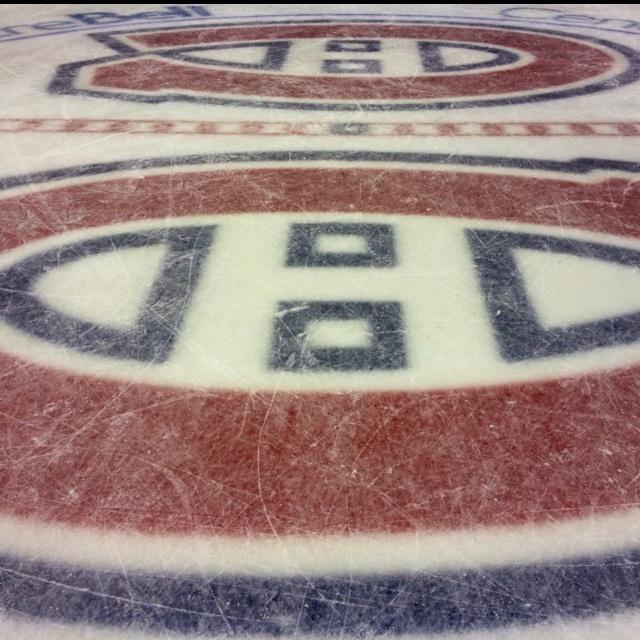 HOCKEY   CANADIENS DE MONTRÉAL ■ La glace du Centre Bell est la plus grande arène de Hockey du monde avec 21 273 places et la première plus fréquentée en Amérique du Nord (la deuxième au monde en remplissage)