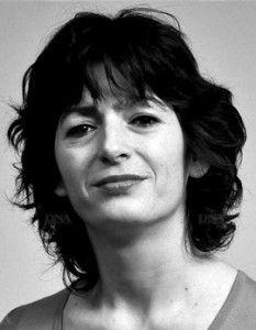 Emmanuelle Laborit, née le 18 octobre 1971 au 14e arrondissement de Paris en France, est une actrice et directrice française de l'International Visual Théâtre. Petite-fille d'Henri Laborit, dont elle dit elle-même ne connaître que le laboratoire et les souris blanches, Emmanuelle Laborit pratique le théâtre depuis l'enfance. Elle a écrit le CRI DE LA MOUETTE (en vente sur mon blog)