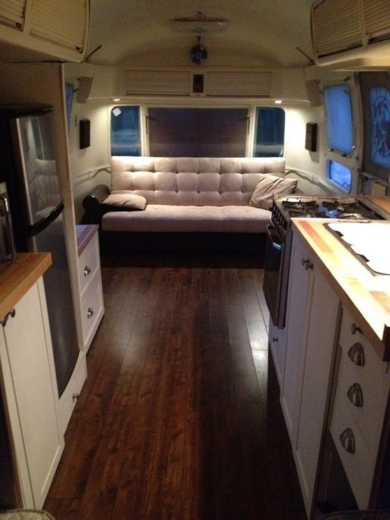 motor homes airstream am nagement de caravane pinterest couleurs airstream et maison. Black Bedroom Furniture Sets. Home Design Ideas
