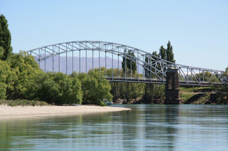 Alexandra Bridge, Clutha River, Central Otago - www.roxburghgorgetrail.co.nz