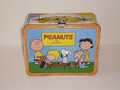 This was the one I owned -------> Vintage - PEANUTS VINTAGE METAL LUNCH BOX Charlie Brown Lunch box