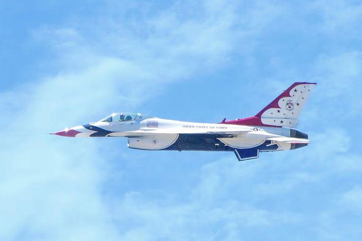 Air Force F-16 Thunderbird Photograph by Mark Andrew Thomas