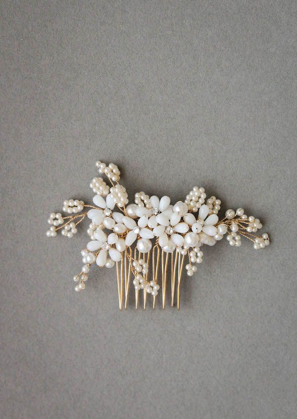 The Portia pearl wedding hair comb is a subtle and feminine piece, drawing inspiration from times past for a touch of nostalgic glamour.