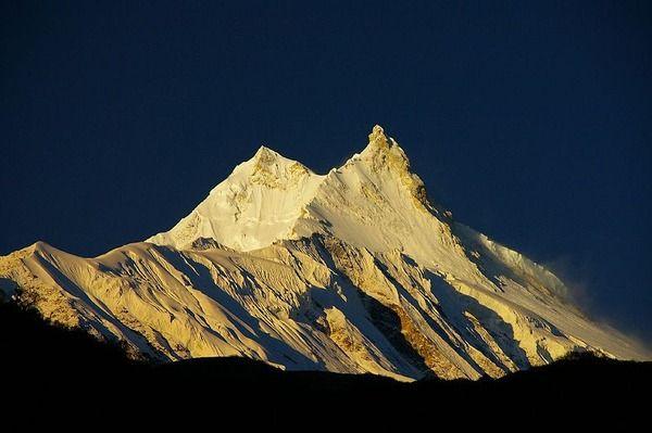 """Sok éven keresztül a nepáli hatóságok megtagadták az expedíciós engedélyt Manaslu csúcsmászására, abban a hitben, hogy ez a csúcs az istenek székhelye. A """" Mountain of the Spirit""""  felfedezése csak viszonylag későn kezdődhetett a többi himalájai nyolcezreshez képest. A helyi lakosság nem volt boldog az expedíciók  miatt és a hegymászókat hibáztatták  a halálos lavinák miatt, melyekről úgy gondolták, hogy ez az istenek bosszúja a csúcstámadások miatt."""