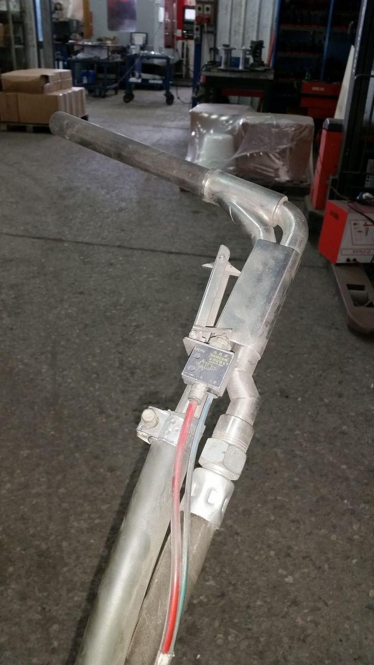 Questa è una pistola spara ghiaccio. Noi non le spariamo grosse... ...ma ne spariamo tanti... di pelletts di GHIACCIO SECCO da 3 mm. D
