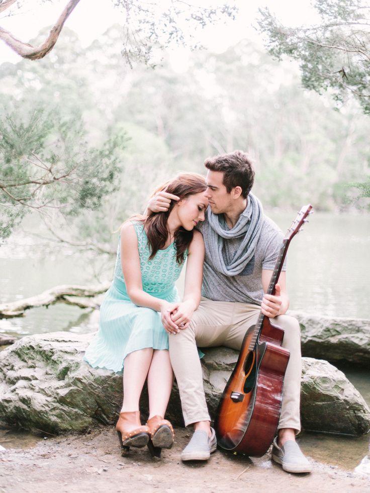 Engagement session at Blackburn Lake Sanctuary in Melbourne | sodazzling.com | Photography : pitinada.com