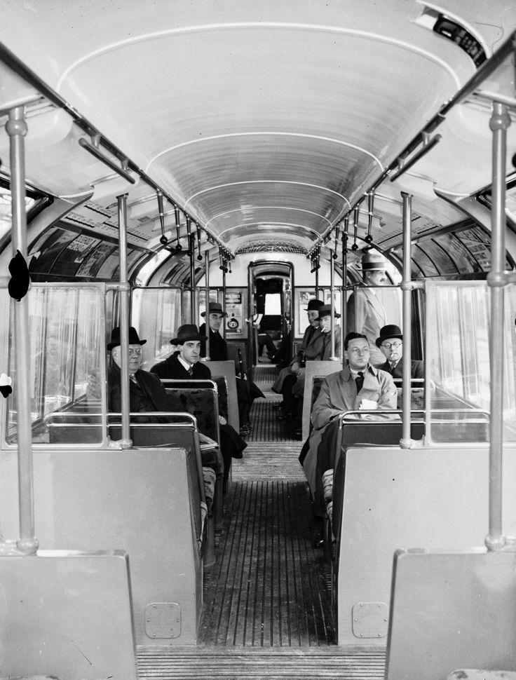 New interiors in 1936: more seating, better lighting and ventilation and a more streamlined shape. | 38 Breathtaking Pictures From The Early Days Of The London Underground