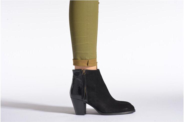 Elke fashionista droomt van het nieuwe Franse merk Georgia Rose: een oneindig assortiment aan accessoires beantwoordt werkelijk aan al je wensen en is gebaseerd op de modetrends, zonder daarin te overdrijven. Van comfortabele, functionele stadsschoenen to ...