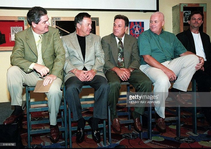 Major league umpires Jerry Crawford (L), Terry Tata (2ndL), Ed Montague (C), Drew Coble 2ndR) and Bill Hahn talk among themselves before a news conference where they discussed their decision to resign from their jobs, and the subsequent charges filed with the National Labor Relations Board on their behalf to have them reinstated in New York 03 August, 1999. AFP PHOTO Henny Ray ABRAMS