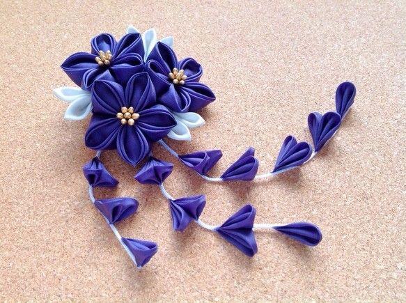 Tsumami kanzashi 紫の三輪桔梗ヘアクリップ