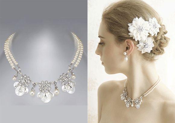 コメント : サテンのような光沢感をもつ白蝶貝の質感がパールやクリスタルと上品に溶け合った華やかでキュートな雰囲気のネックレスです。ヘッドはお花にしたてた布の立体的なモチーフが可愛いコーム3個セット。ブライダルジュエリーtamaraはcittaでご覧ください。 #wedding #bridal #necklace #peal #swarovski #weddingjewelry #costumejewelry #花嫁 #結婚式 #ウェディングアクセサリー #パールネックレス