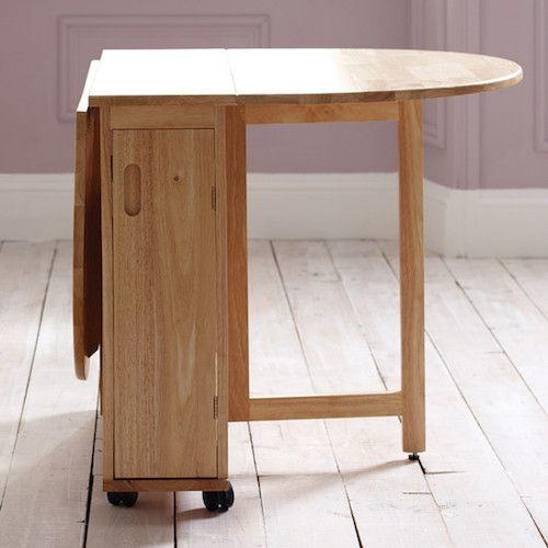 Os apartamentos menores podem apostar em mesas dobráveis. Já que cada metro quadrado vale ouro, a mesa da cozinha pode ser removida ou diminuída, caso precise de mais espaço para outras atividades.