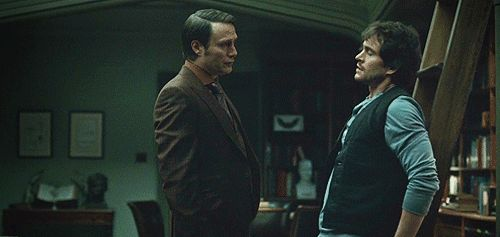 There Was Plenty Of Flirty Body Language | 9 Reasons Hannibal Lecter And Will Graham Could Have Had It All