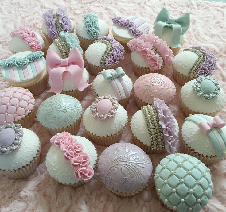 1-1 class ❤️ Cakesinstyle #chocolategrid #hinarasool #dessertsbyhina #cupcakesofinstagram #manchester #cakeboss_people #cakegrid #cakes_story #instafood #asianbusinesspromoters #picoftheday #cupcakespost_daily #instacupcake #lovefood #jamieoliver #cakestagram #cakesofinstagram #chocolategrid #satin.ice #weddingcakes #beautifulcuisines #hudabeauty #alyakattan #nigerianwedding #monakattan #cupcakesworld_q @whatibakedtoday @cakeguide @food_on_insta @cakemenu @antesdafesta @dentrodafesta @ma...