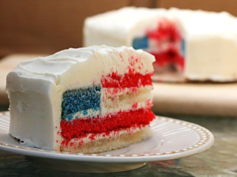 This is actually the first cake I made for Fourth of July, but mine didn't turn out so pretty so I decided to make the bundt cake instead. Maybe I'll try again next year?