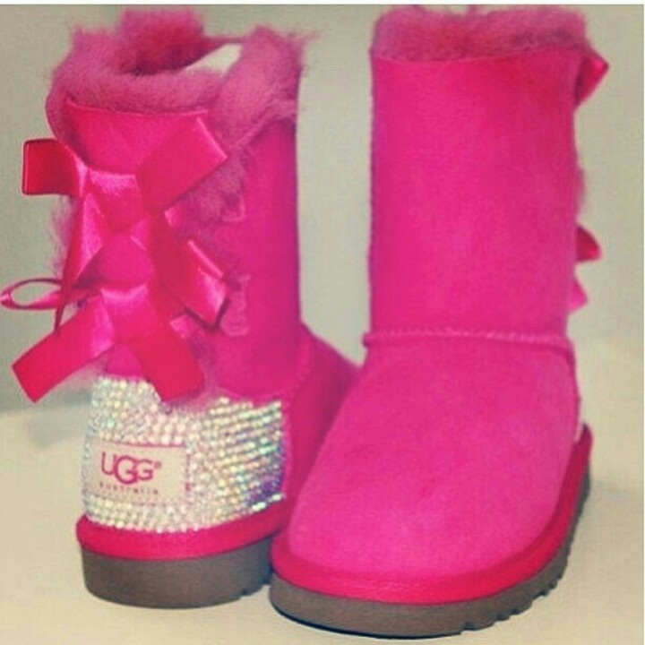 hot pink uggs with bows and rhinestones i think yes accessorize pinterest love this. Black Bedroom Furniture Sets. Home Design Ideas