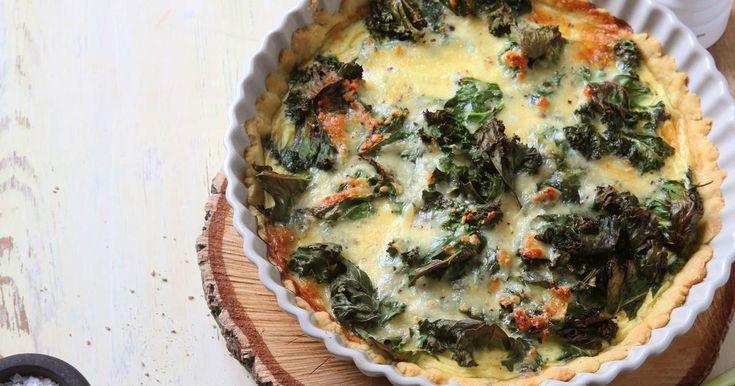 En härlig paj med grönkål, krispiga valnötter och smakrik västerbottenost. Servera med en god sallad.SmartPoints per portion: 11