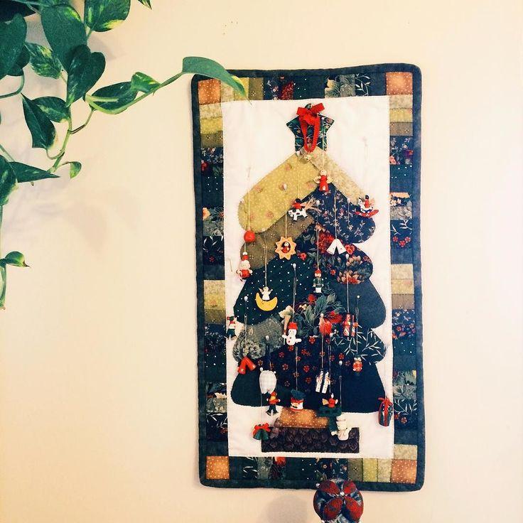 #christmasatFarmers . Our 2D Christmas tree made by my mum . Fingers crossed for the gift card! @farmersnz  _  #christmas#christmastree#16daystillchristmas#quilt#quilting#handmade#retrica#auckland#newzealand#instadaily#크리스마스#크리스마스트리#퀼트#핸드메이드#수공예#데일리#오클랜드#뉴질랜드#소통#フォロー#クリスマス#クリスマスツリー#キルト