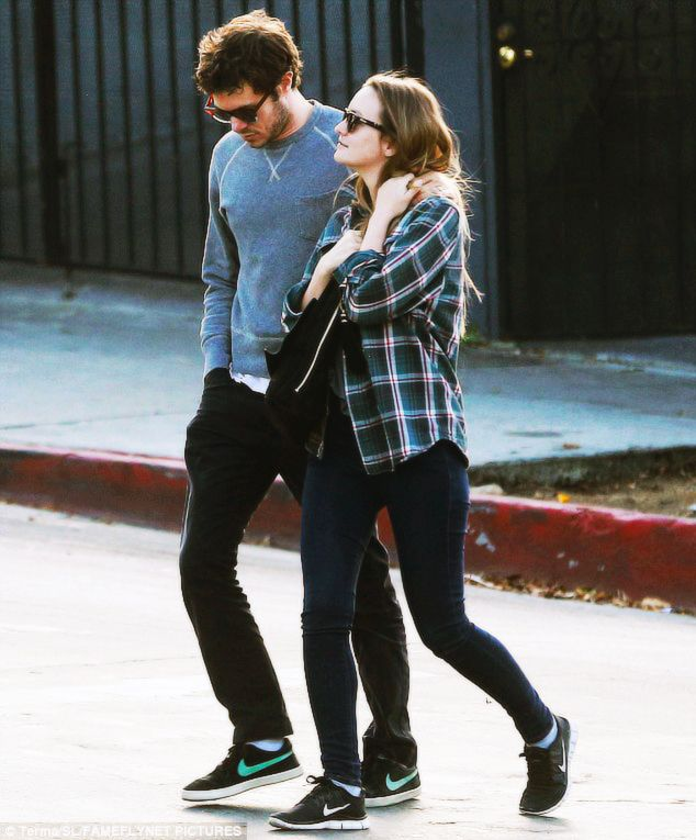 nowhollywood:    Leighton Meester and Adam Brody spotted in Silver LakeCA 31.10.2016