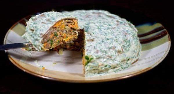 """Торт печеночный """"Праздничный""""<br><br>Ингредиенты:<br>- Печень куриная – 400 грамм<br>- Яйцо куриное – 2 штуки<br>- Молоко – 100-120 миллилитров<br>- Мука пшеничная – 40-60 грамм<br>- Масло растительное – для жарки<br>- Морковка средних размеров – 2-3 штуки<br>- Лук репчатый большого разме.."""