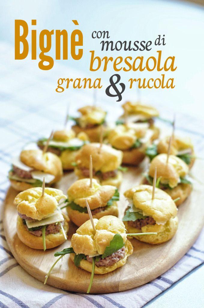 Bignè con mousse di bresaola, grana e rucola // Cream puffs with bresaola mousse, grana cheese and arugola  http://bricioleincucina.com/