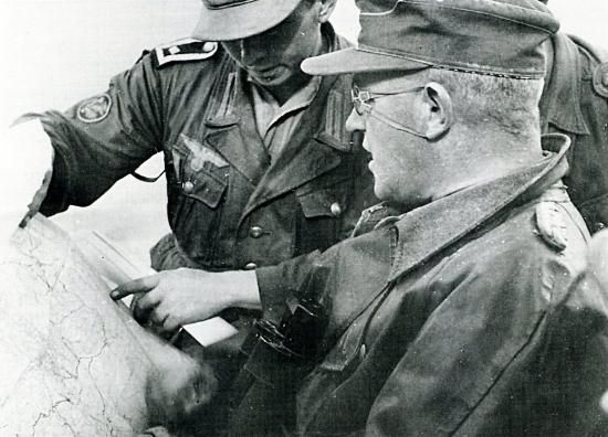 "Leros 1943: Generalleutnant Friedrich-Wilhelm Müller discusses a map with a sergeant from the Küstenjäger- Abteilung ""Brandenburg"". (Notice the Jäger shoulder patch on the sergeant's right arm.)"