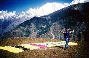 Le rêve d'Icare – JDR N° 16  Le rêve d'Icare. Une journée inoubliable nous attend… Nous allons vivre notre premier vol en parapente dans l'Himalaya… Nous avons rencontré un passionné de parapente et près quelques heures de discussion, le rendez-vous est pris… Demain 8h00 pour la grande aventure, enfin plutôt le grand saut.