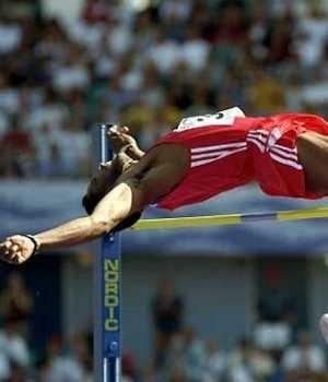 Javier Sotomayor. Es el más grande saltador de altura de todos los tiempos. http://es.wikipedia.org/wiki/Javier_Sotomayor  http://i2.esmas.com/2008/10/16/16219/javier-sotomayor300x350.jpg