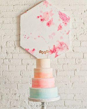 カラーで勝負の潔さも素敵♡モダンな結婚式のウェディングケーキまとめ一覧♡