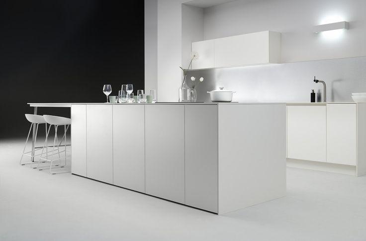 Moderne keukens van het Belgische merk ALAL met een typische eigen verfijnde stijl en doorgedreven kwaliteit. Opvolging van A tot z met eigen montage.