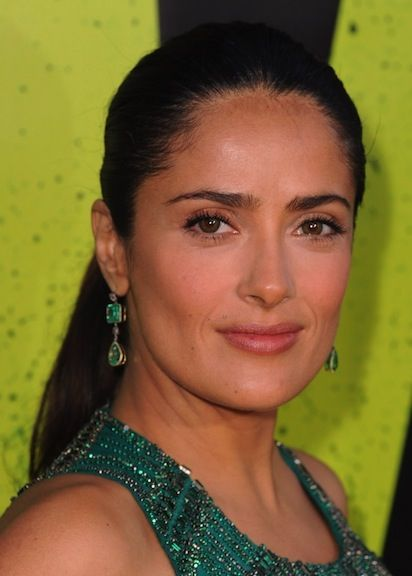 Salma Hayek in Emerald Drop Earrings that match her Gucci gown #coloroftheyear